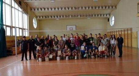 Turniej piłki siatkowej w Brzozie