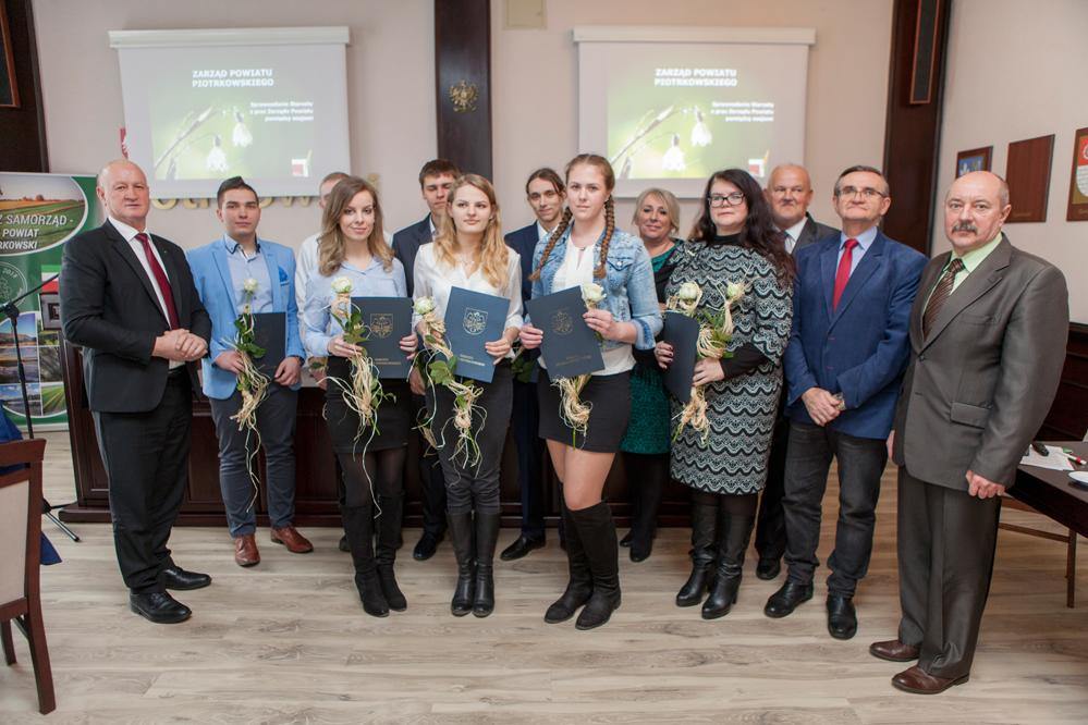 Photo of Uczniowie powiatu ze stypendiami starosty
