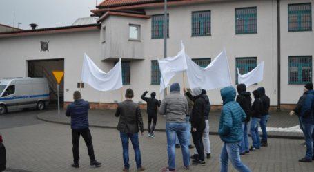 Pożar i demonstracja przed Aresztem w Piotrkowie