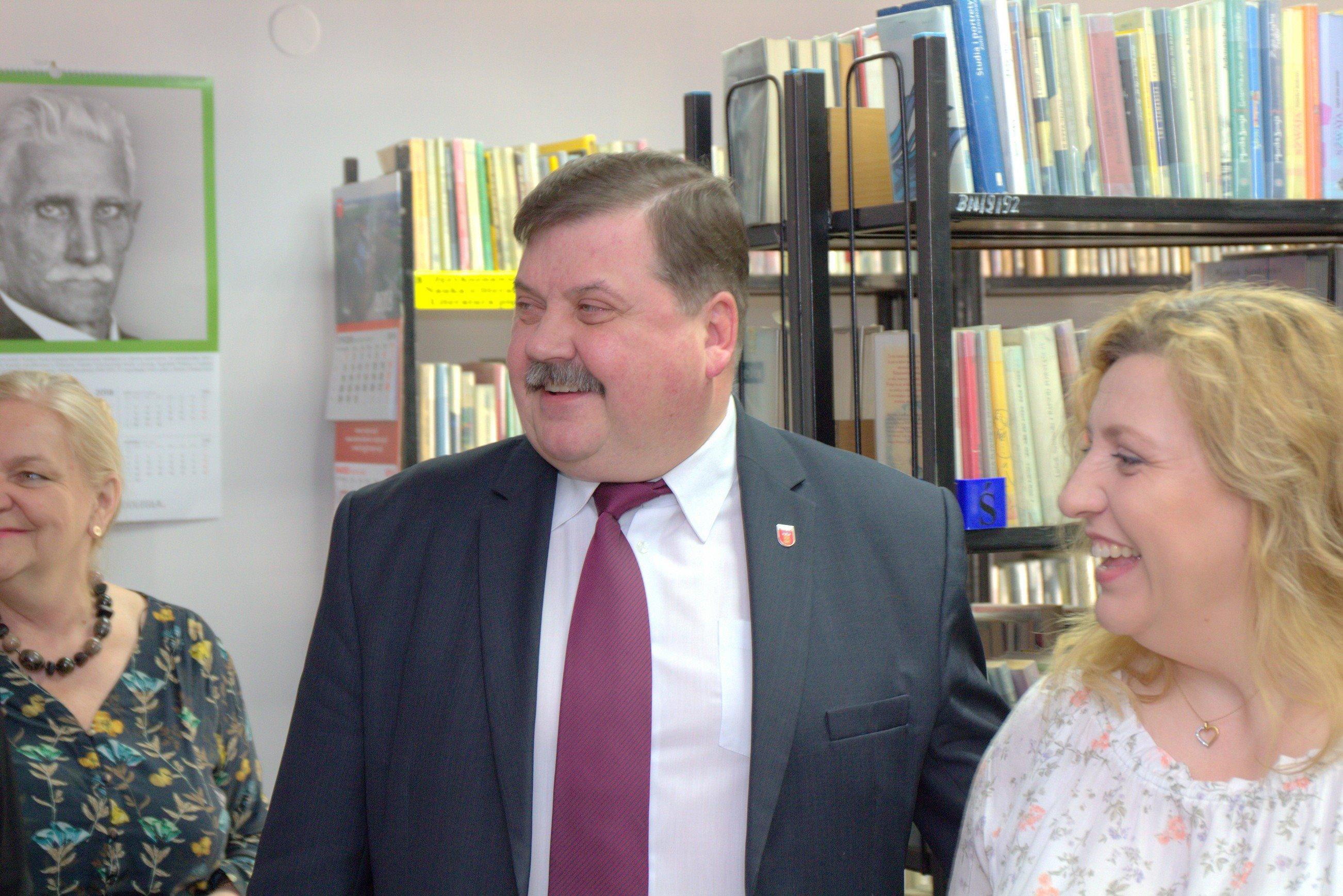 Photo of Biblioteka na zdrowej podstawie