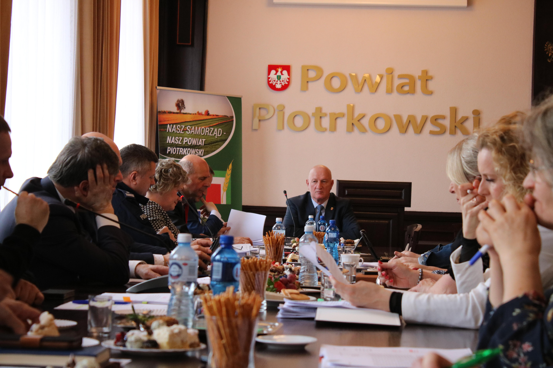 Photo of Falą włamań do domów zajął się Zarząd Powiatu Piotrkowskiego