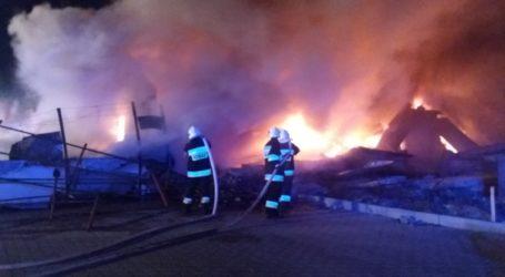 Pożar w sortowni odpadów na ul. Topolowej [VIDEO]