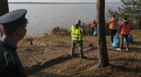 Osadzeni sprzątali Wolbórz i okolice Zalewu