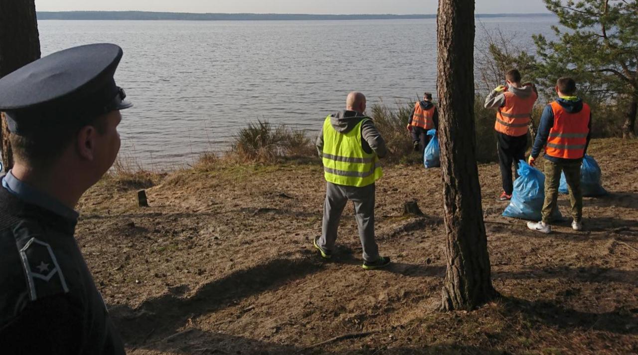 Photo of Osadzeni sprzątali Wolbórz i okolice Zalewu