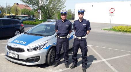 Policyjna eskorta ciężarnej