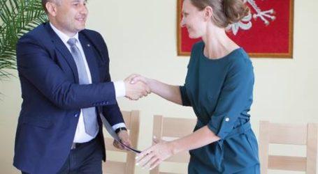 Pierwsze umowy podpisane