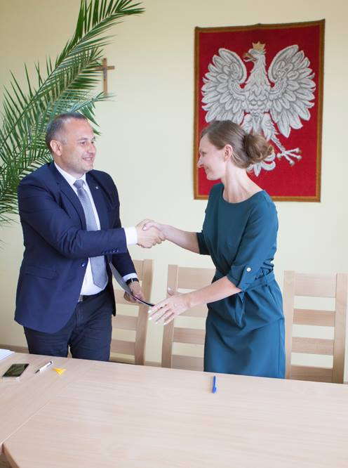 Photo of Pierwsze umowy podpisane