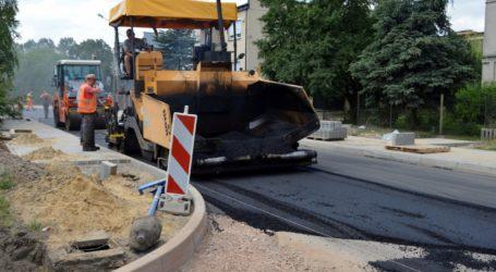 Na Wierzejach leją już asfalt