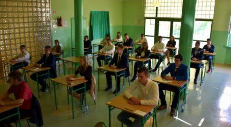 Egzamin gimnazjalny: język polski słabiej, reszta powyżej średniej
