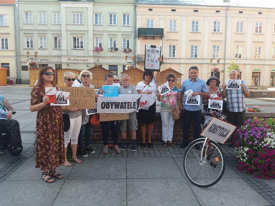 """Photo of Piotrkowianie do Macierewicza: """"Będziesz siedział!"""""""