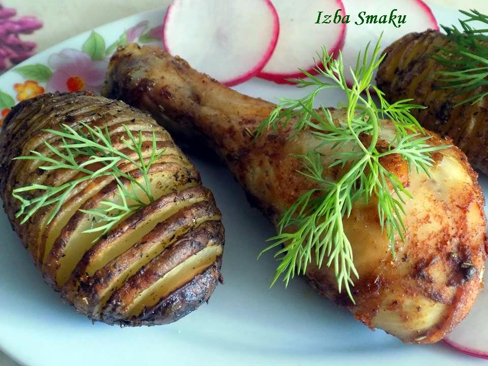 Photo of Ziemniaki Hasselback z pieczonymi podudziami kurczaka