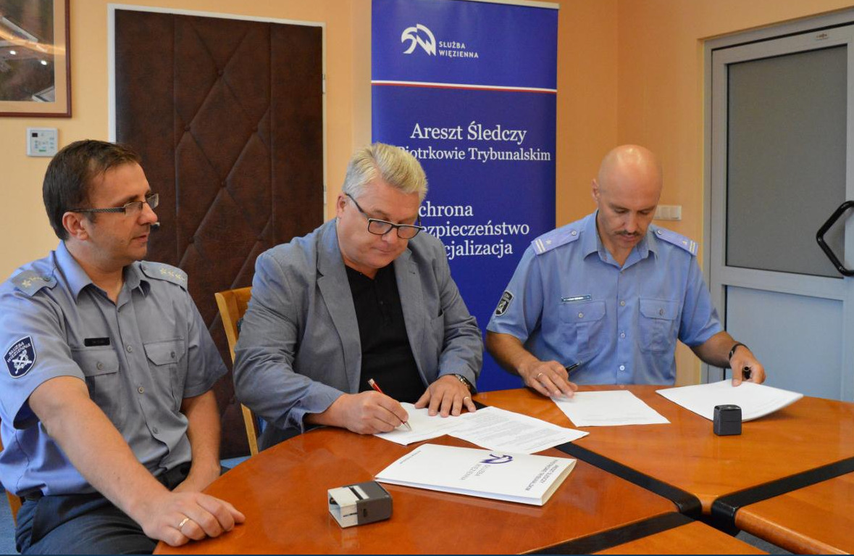 Photo of Firmy zewnętrzne zatrudniają skazanych