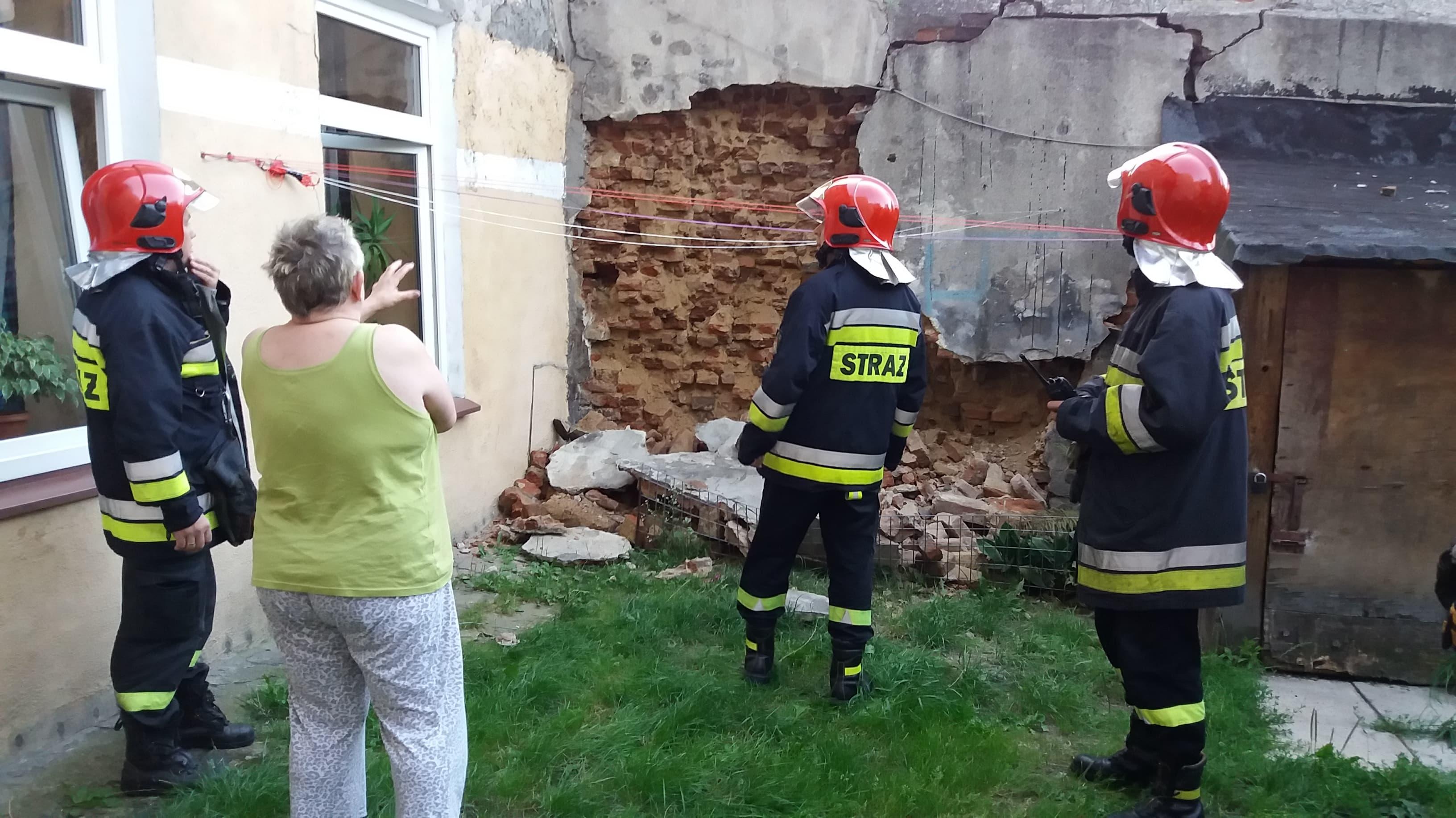 Photo of W kamienicy na starym mieście w Piotrkowie zawalił się fragment ściany