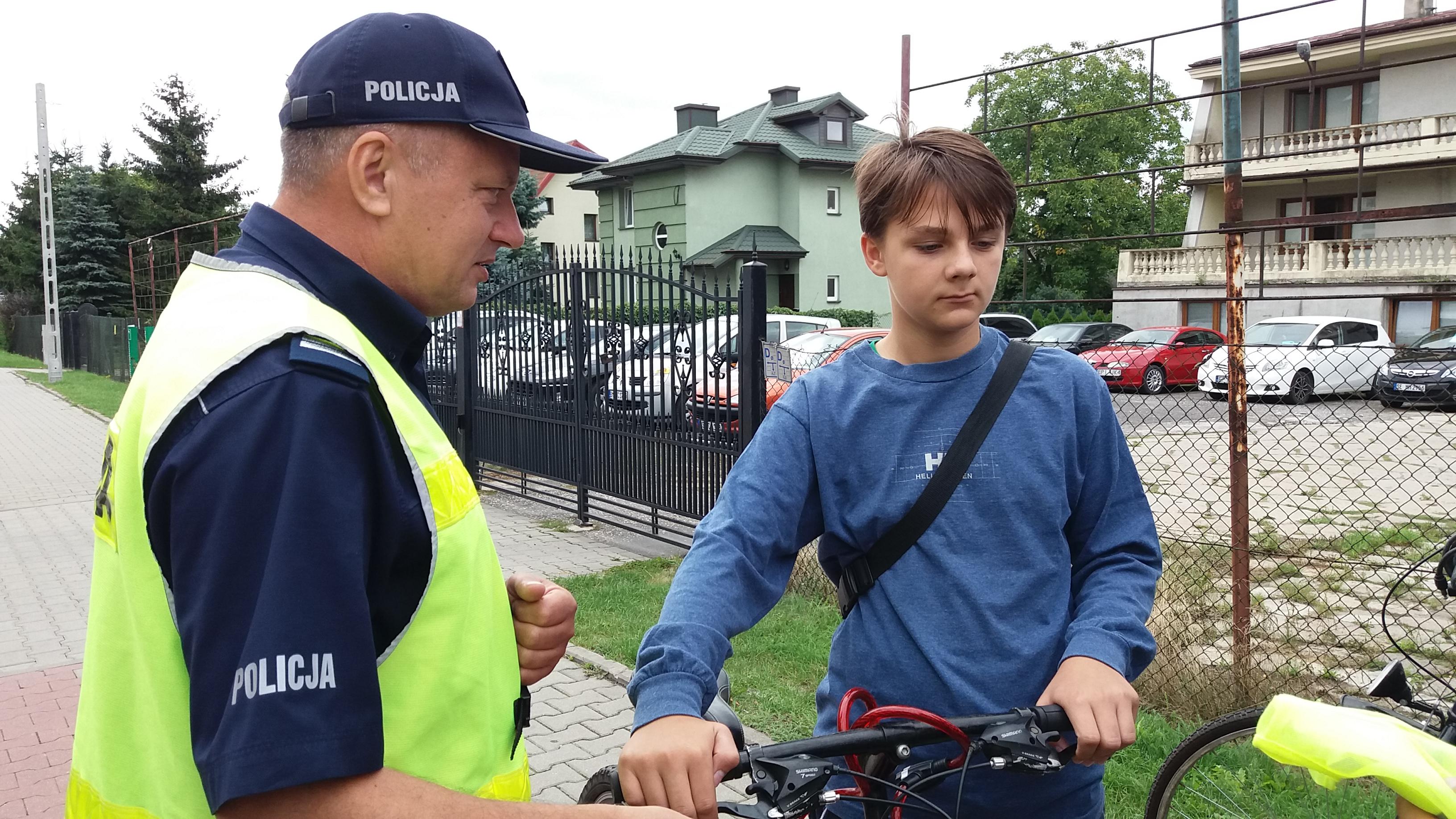 Photo of Jabłko i cytryna na rowerze – video