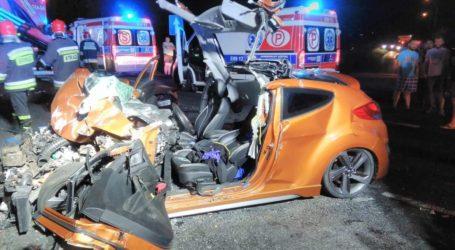 Zderzenie osobówki z TIRem. 4 osoby ranne