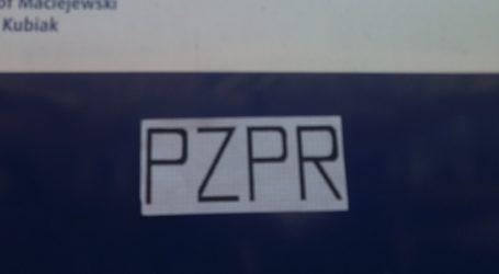 """Wlepki """"PZPR"""" na tablicach posłów PiS"""