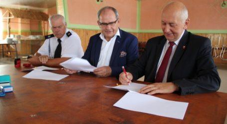Dotacja i nowy sprzęt dla strażaków z gminy Moszczenica