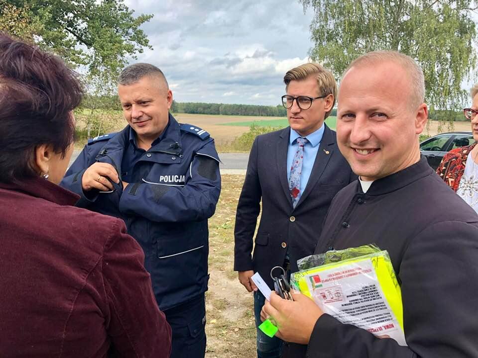 Photo of Kamizelki odblaskowe trafiły do mieszkańców powiatu