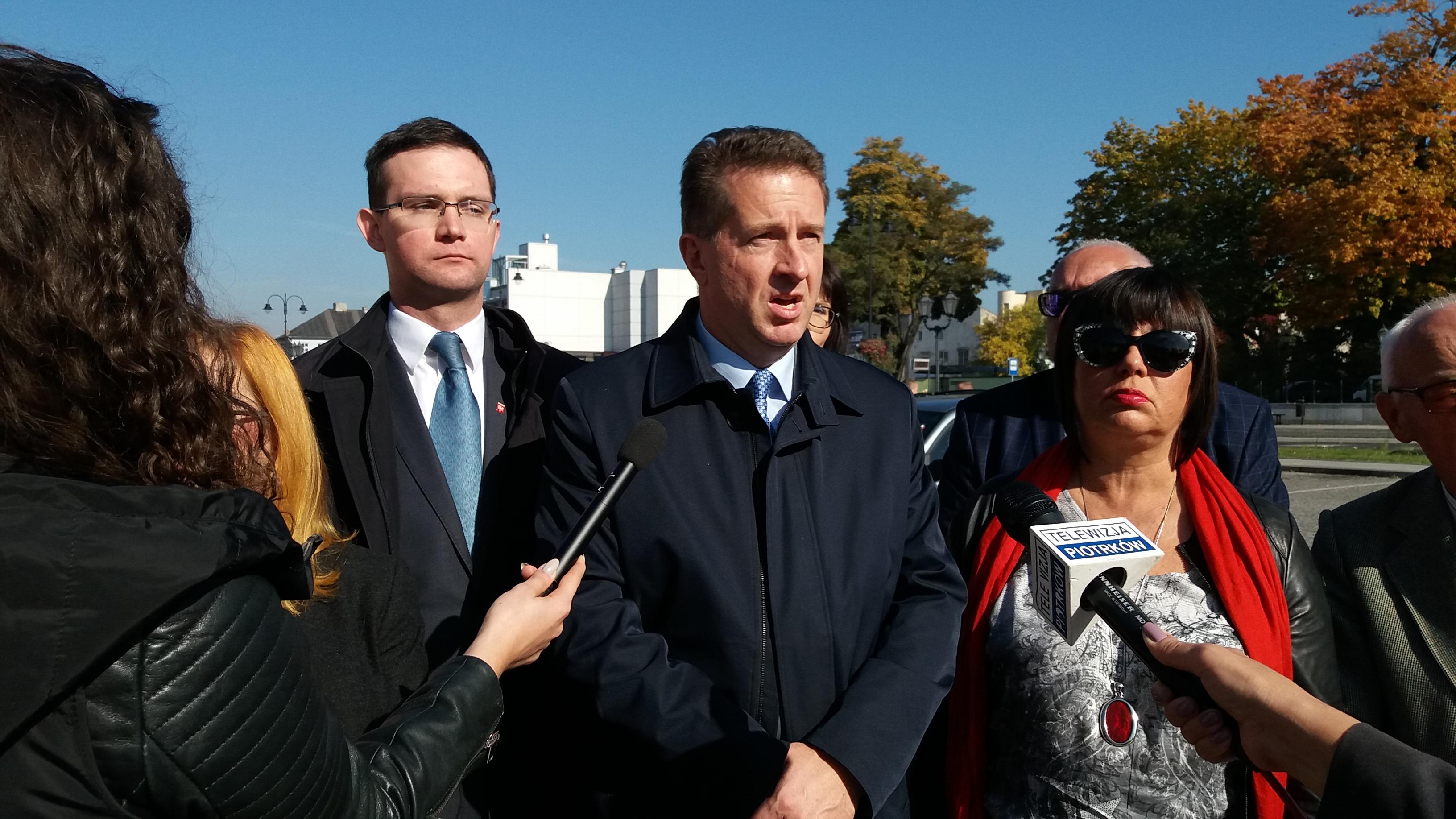 Photo of TAK dla Piotrkowa alarmuje w sprawie ŁKA i PKS