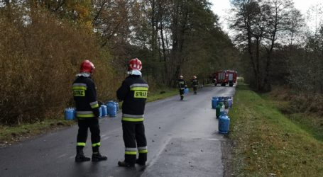 Butle z gazem wypadły z ciężarówki