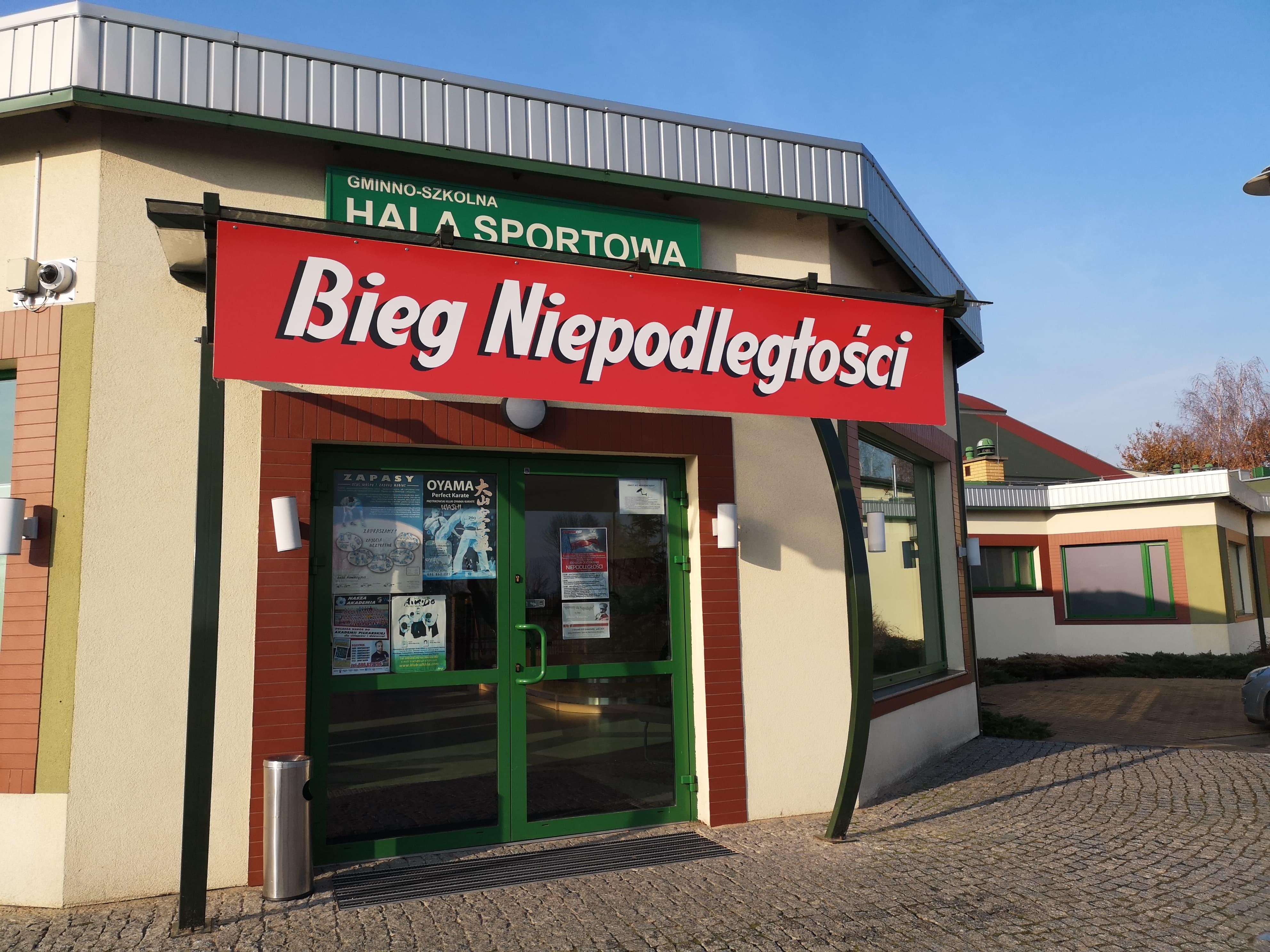 Photo of Pamiątkowa tablica i Bieg Niepodległości w Moszczenicy [FILM, ZDJĘCIA]