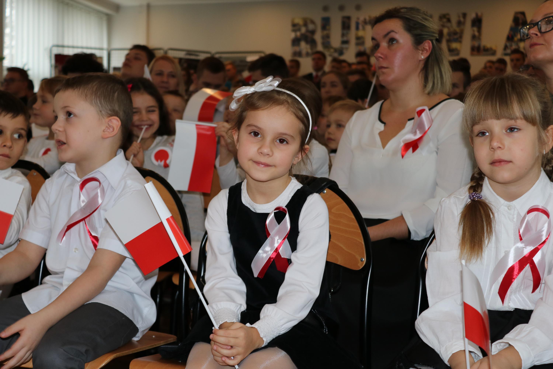 Photo of Uczniowie śpiewali Mazurka Dąbrowskiego – FILM