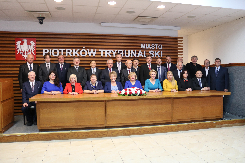 Photo of Prezydent i radni już po ślubowaniu – FOTO, VIDEO