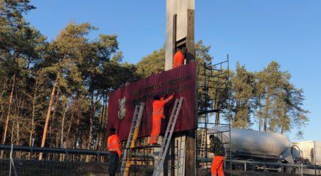 Ustawa dekomunizacyjna dosięgnęła Pomnik Czynu Żołnierskiego z trasy S8