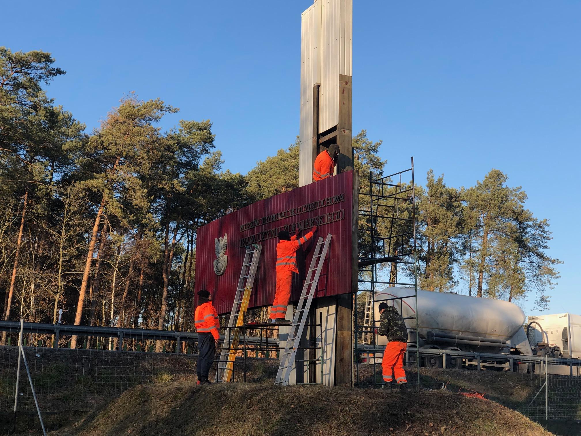 Photo of Ustawa dekomunizacyjna dosięgnęła Pomnik Czynu Żołnierskiego z trasy S8