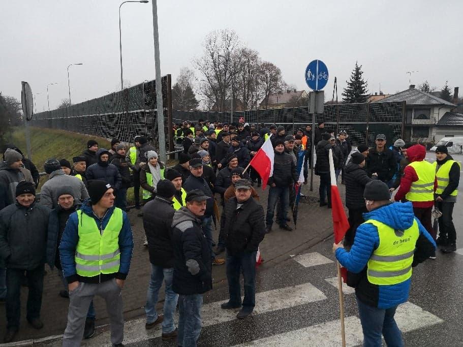 Photo of Rolnicy protestują. Blokada DK12 w Przygłowie
