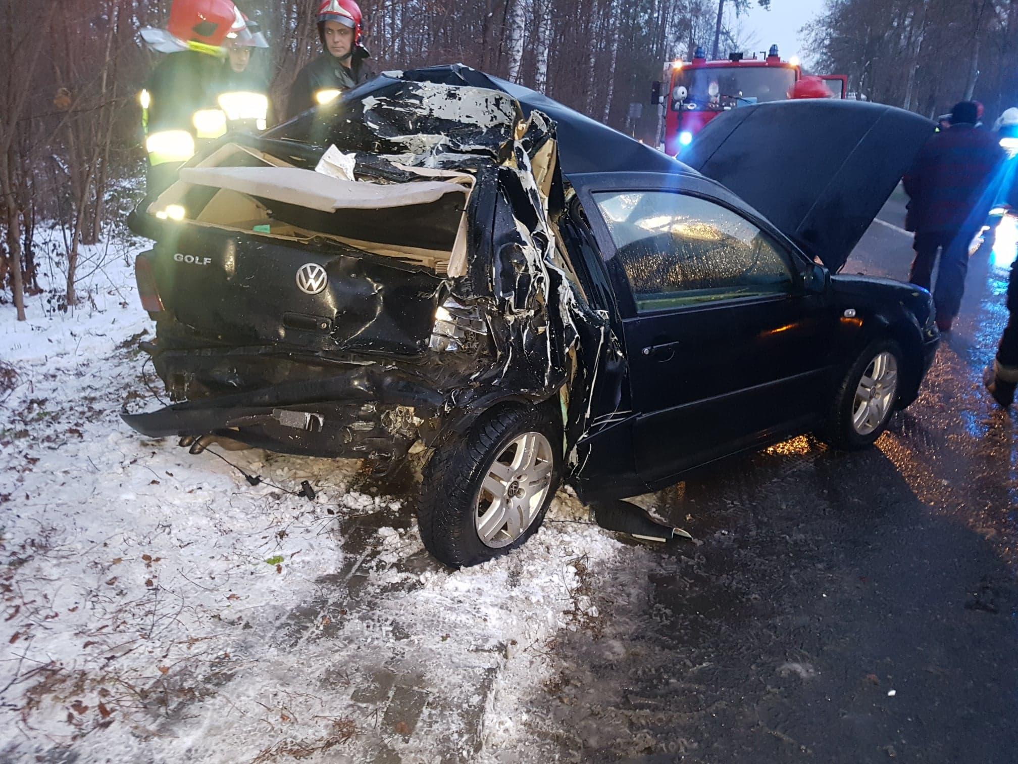 Photo of Wypadek w Ręcznie. TIR zderzył się z golfem