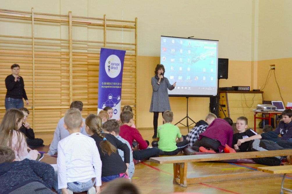Photo of Lekcje europejskie w szkole w Woli Kamockiej