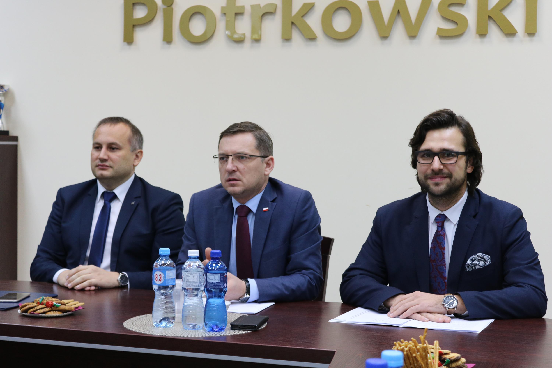 """Photo of """"Kładziemy na stół 6 milionów złotych"""""""
