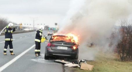 Na DK1 spłonęło BMW