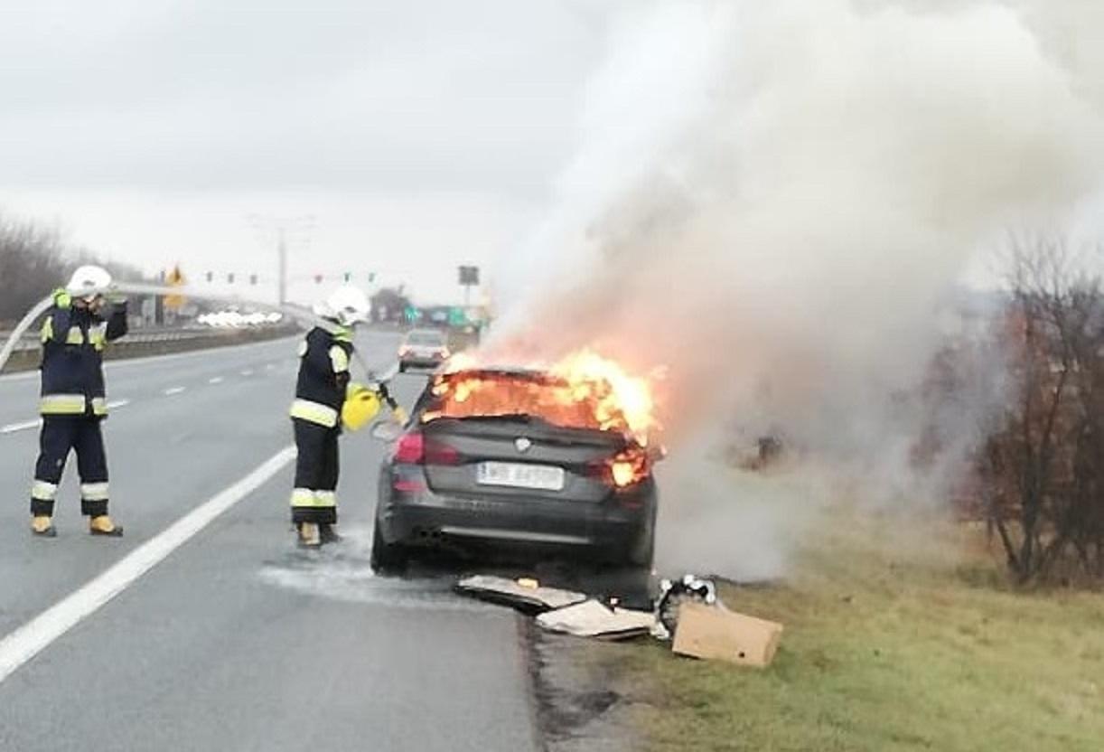 Photo of Na DK1 spłonęło BMW