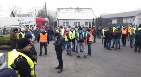 Rolnicy blokowali kolejny zakład