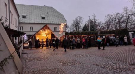 Tłumy odwiedzają bernardyńską szopkę