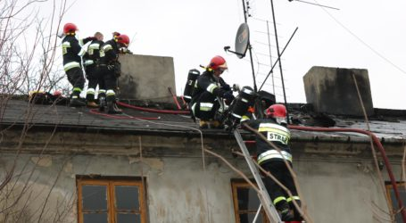 Pożar w kamienicy przy Słowackiego w Piotrkowie – ZDJĘCIA