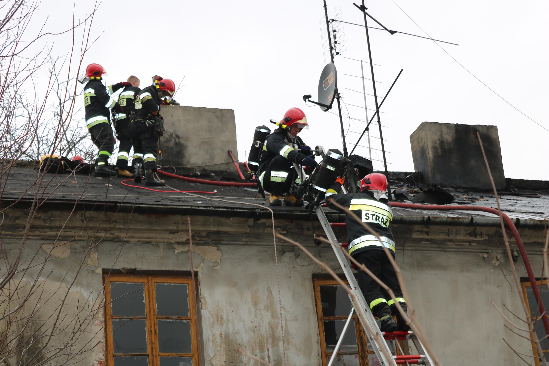 Photo of Pożar w kamienicy przy Słowackiego w Piotrkowie – ZDJĘCIA