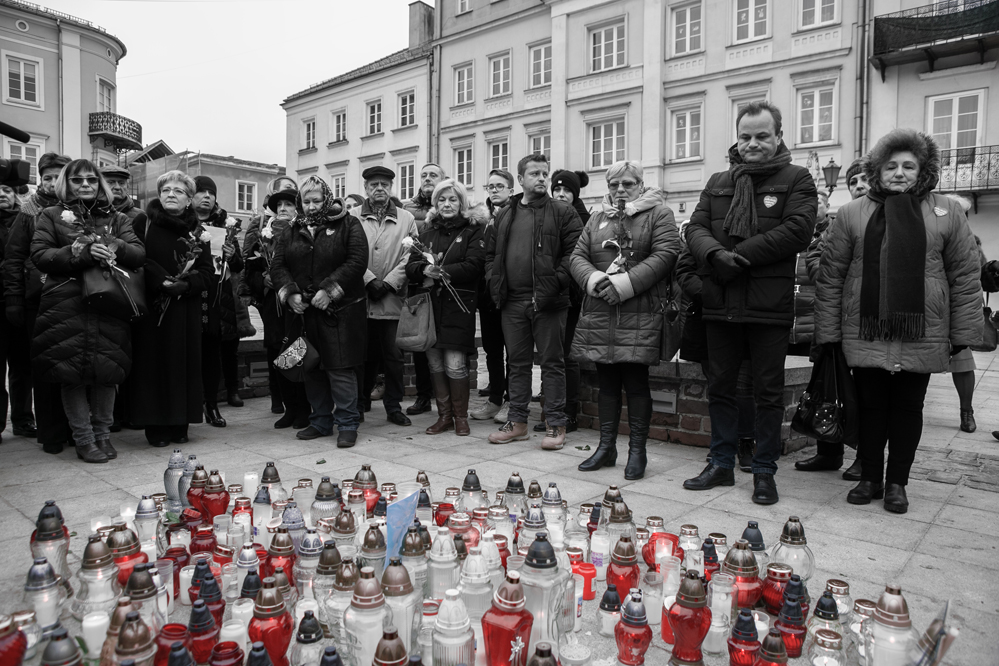 Photo of Piotrkowianie pożegnali prezydenta Pawła Adamowicza – zobacz film i zdjęcia