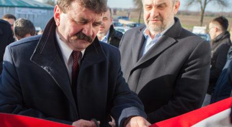 Minister rolnictwa na otwarciu chlewni w powiecie piotrkowskim