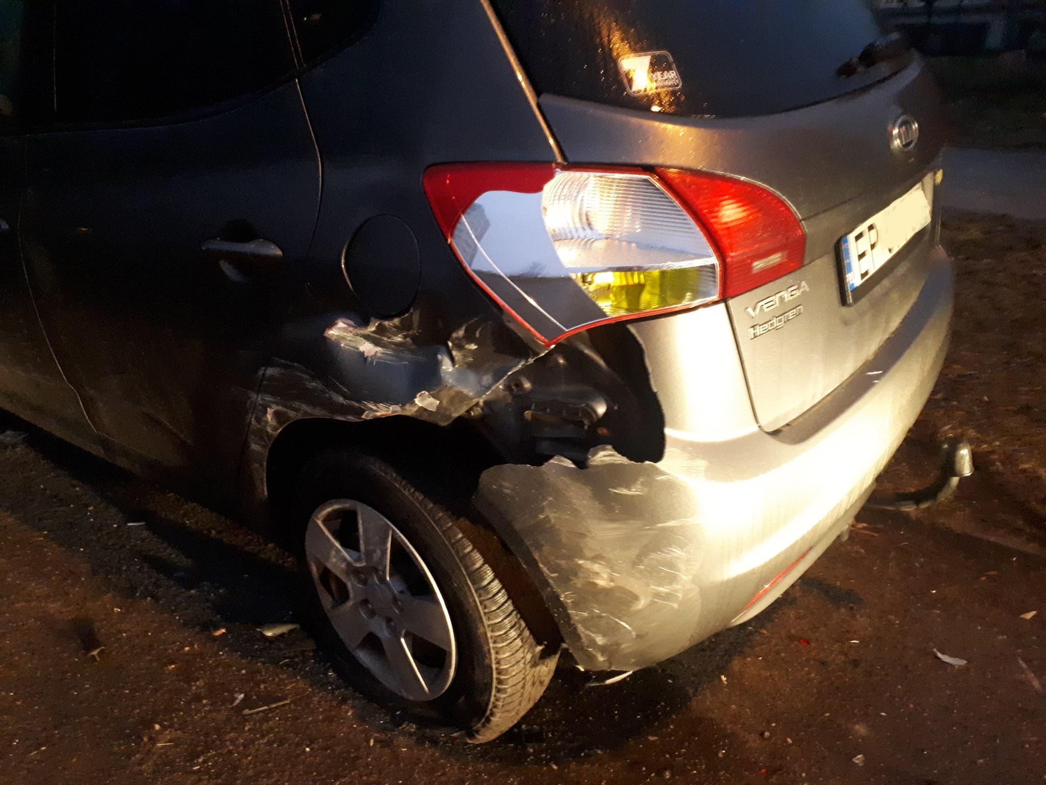 Photo of Pijany staranował zaparkowane pojazdy