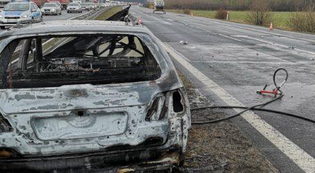 Pożar samochodu na DK1. Jedna osoba ranna