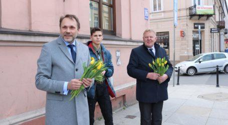 Kwiaty od posła i wicemarszałka województwa