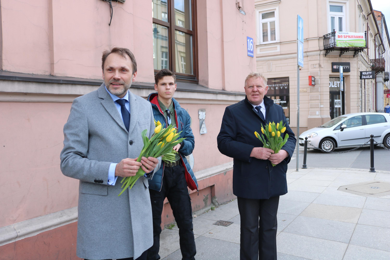 Photo of Kwiaty od posła i wicemarszałka województwa