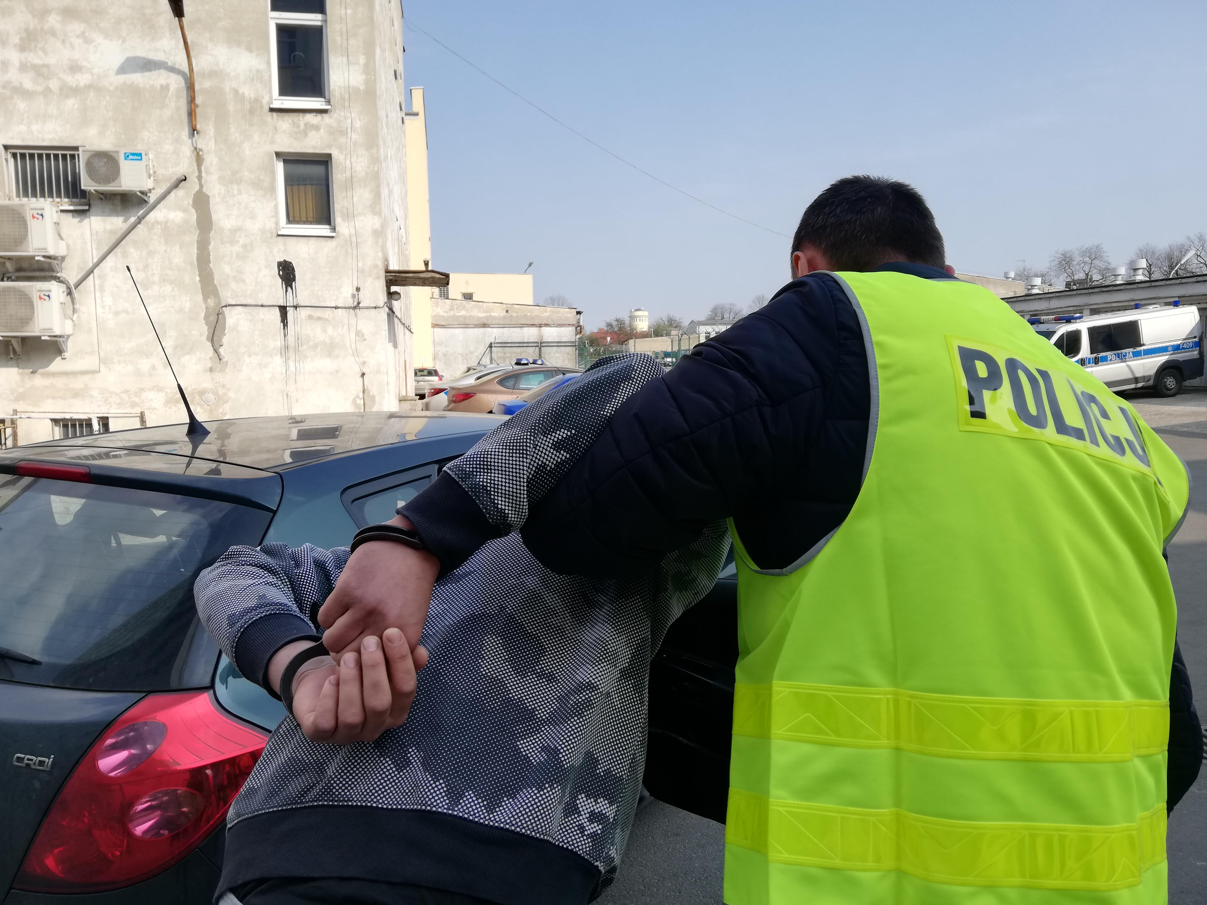 Photo of Międzynarodowa akcja policji pod Piotrkowem. Paser trafił już za kratki – ZDJĘCIA