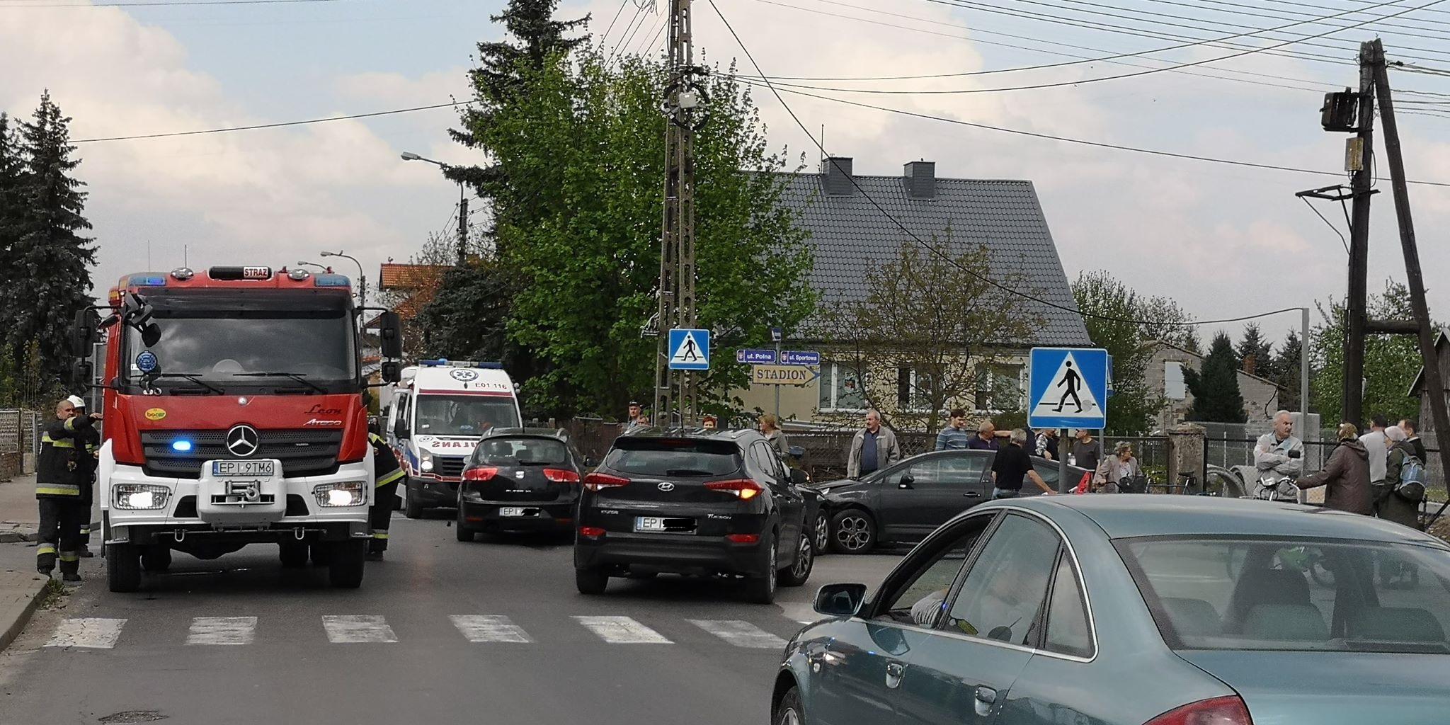 Photo of Trzy samochody zderzyły się w Wolborzu