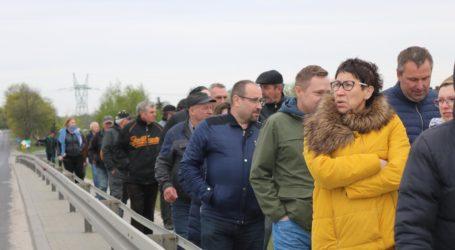 Mieszkańcy gminy Grabica protestują w sprawie zamknięcia wiaduktu – posłuchaj