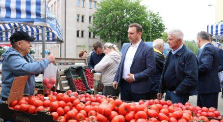 Ostatnia wyborcza prosta. Marek Belka kupuje w Piotrkowie pomidory
