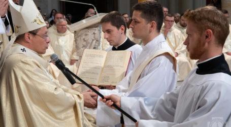 Święcenia dziewięciu nowych księży. Jeden z nich, trafi do parafii w Srocku